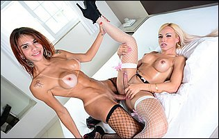 Fernanda Cristine and Sheylla Wandergirlt enjoying hot sex